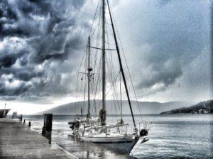 Das Segelschiff Arlou am Zollsteg von Montenegro